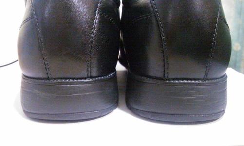 使い始めて1ヶ月目の靴のカカト
